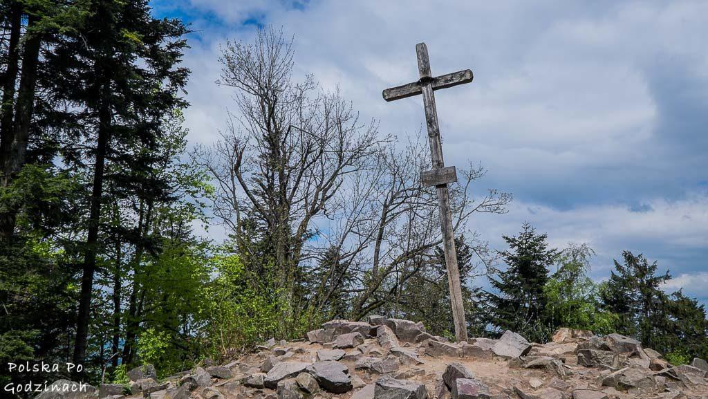 Łysica w Górach Świętokrzyskich zaliczana jest do Korony Gór Polski. Jest to najniższy szczyt w całym zestawieniu.