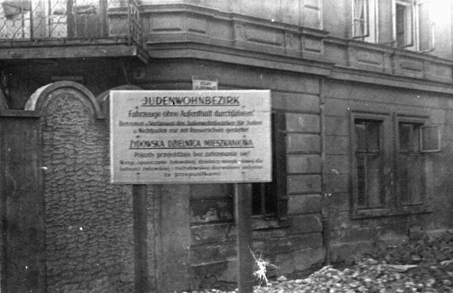 Ankunft des Reichsführer der SS Himmler in Krakau v.r.n.l.: Himmler, Streckenbach [?]