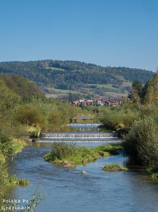 Przez Muszynę przepływa rzeka Poprad nadając miastu klimatu.