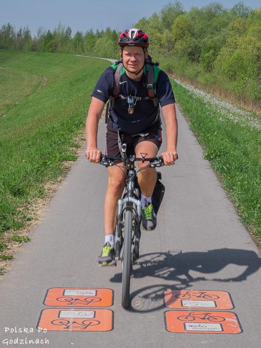 Wiślana Trasa rowerowa jest świetna oznaczona. Na drodze są nawet znaki poziome.
