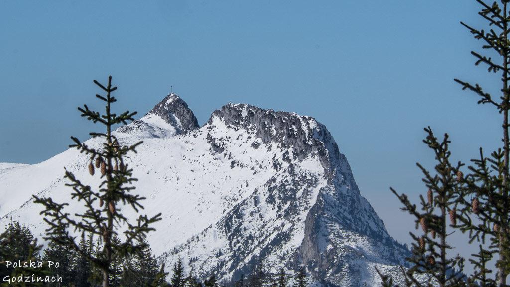 Widaok na Giewont z Gęsiej Szyi w Tatrach