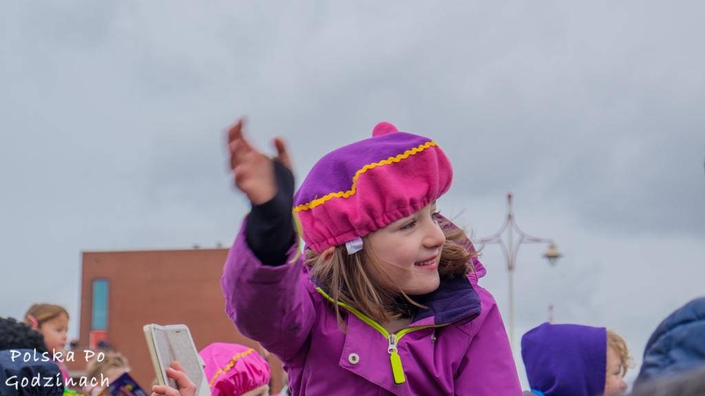 Gdzie mieszka święty mikołaj? oczekiwanie na Św Mikołaja w Hadze w Holandii