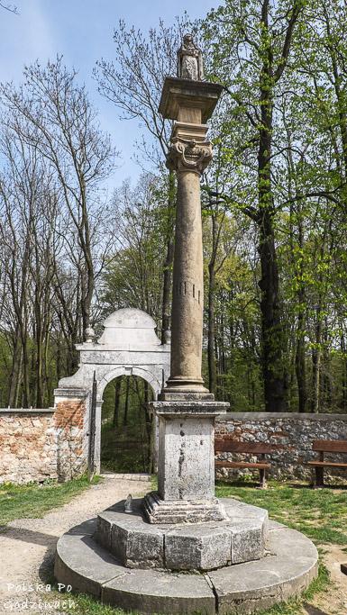 ojcowski-park-narodowy-grodzisko-pustelnia-blogoslawionej-salomei-rzezba-sw-klary