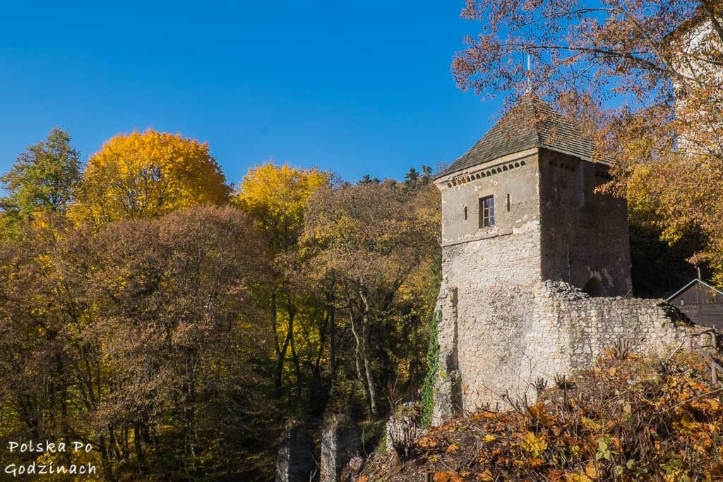 wieża bramnaq zamku w ojcowie