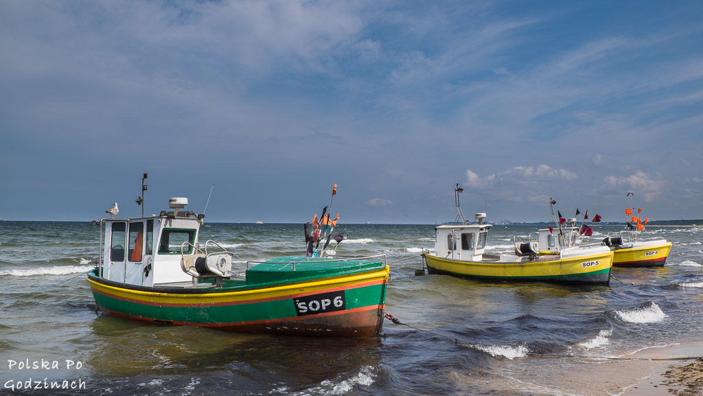 Sopot atrakcje turystyczne.  Kutry rybackie na plaży w Sopocie.