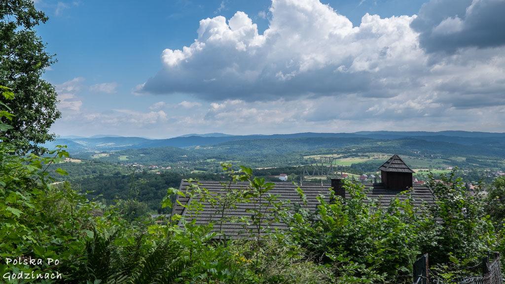 Willa Bajka w Lanckoronie i widok na góry.