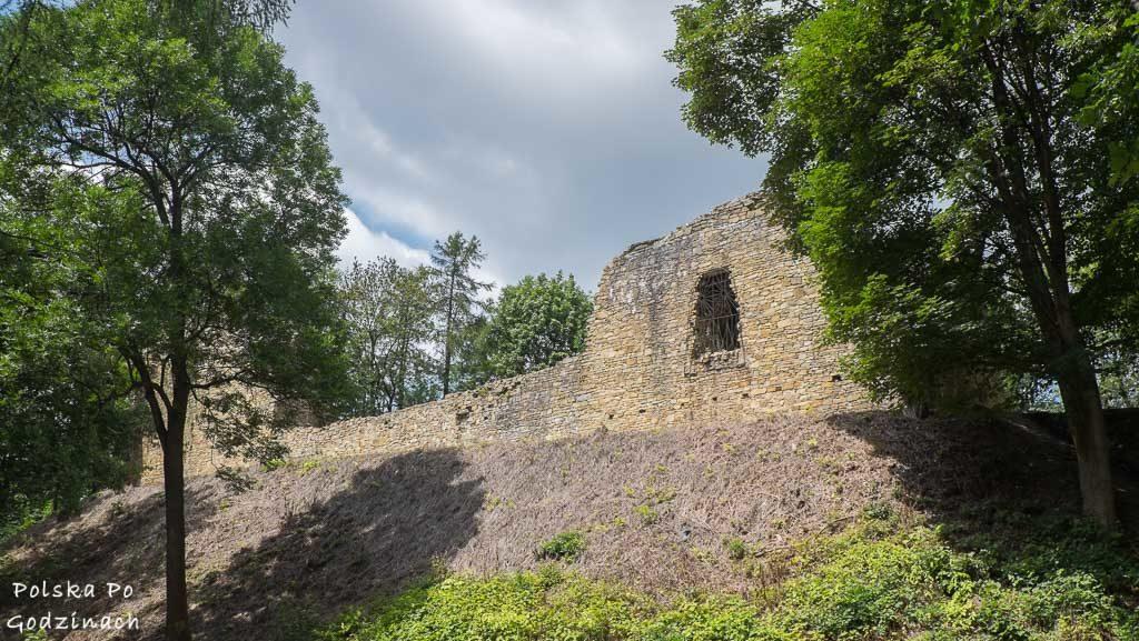 Ruiny zamku na szczycie wzgórza to jedna z atrakcji Lanckorony