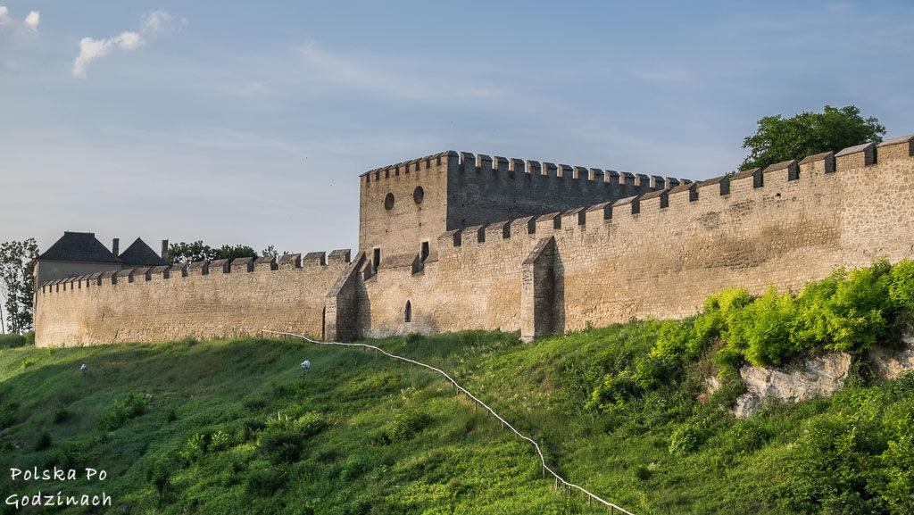 Średniowieczne mury otaczające miasto Szydłów