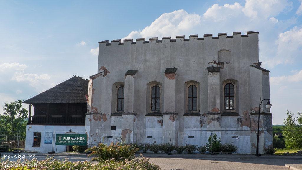 Synagoga w Szydłowie. Ma charakter obronny, a jej mury grube są na aż 2 metry.