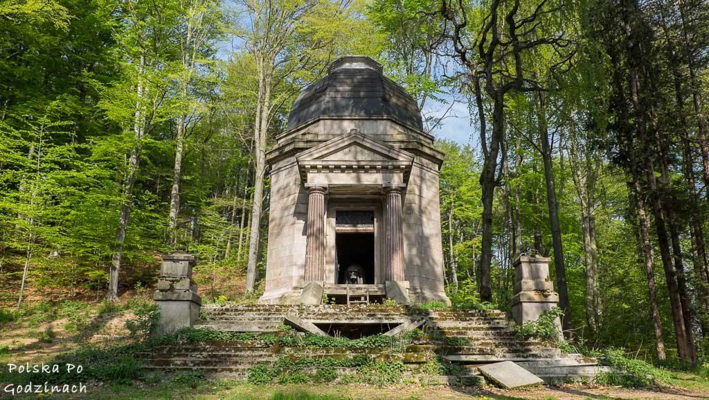 Trochę straszna kaplica pod Jelenią Górą