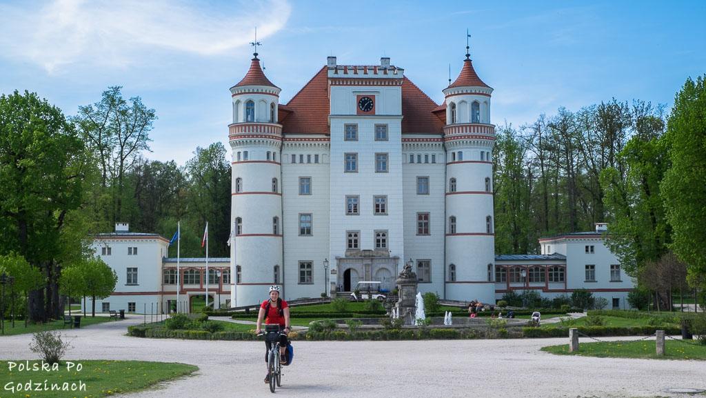 W Dolinie Pałaców i Ogrodów wyróżnia się pałac Wojanów.
