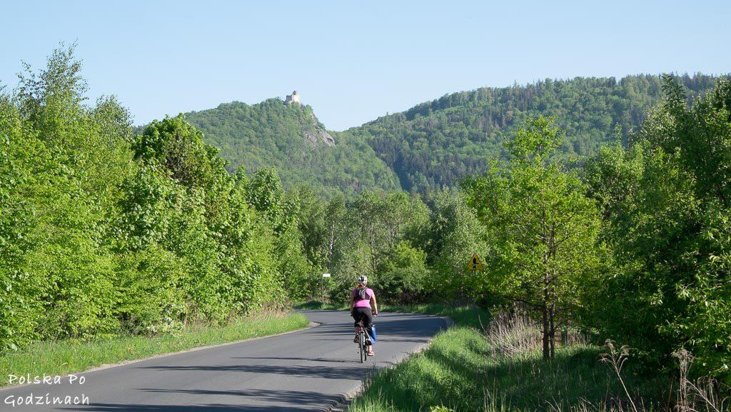 Ścieżki rowerowe koło Jeleniej Góry i zamku Chojnik
