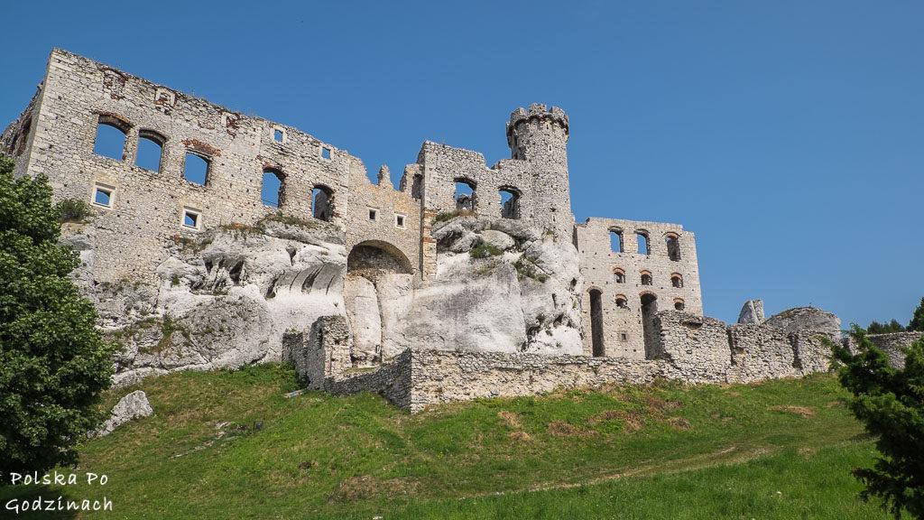 Zamek Ogrodzieniec z innego kąta.