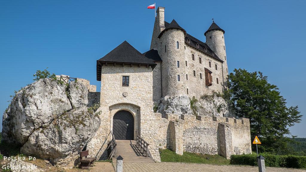 Zamek w Bobolicach to teraz estetyczny budynek i hotel.