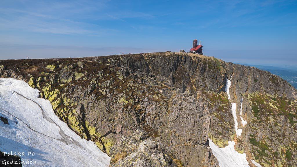 Niesamowite skałki Śnieżnych Kotłów w Karkonoszach.