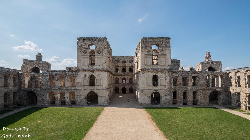 Zamek Krzyżtopór to atrakcja woj. świętokrzyskiego.