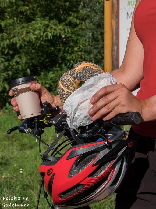 Kawa i śniadanie na rowerze