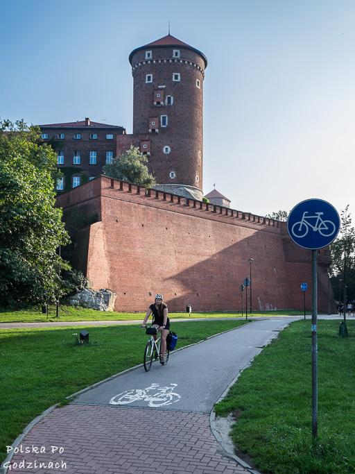 Bezpieczne ścieżki rowerowe są kluczowe przy dojeżdżaniu do pracy rowerem