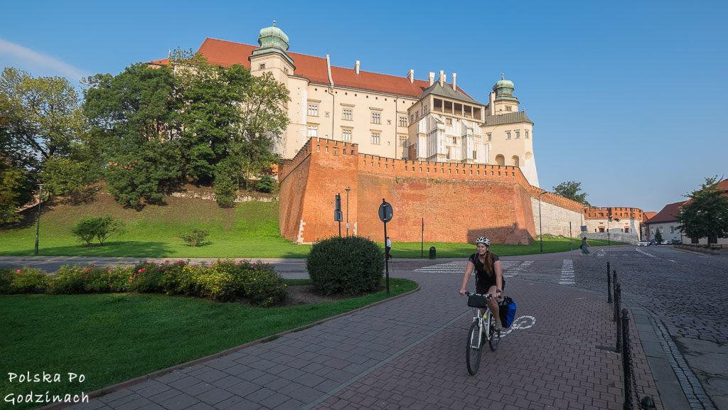 Dojazd do pracy rowerem pozwala zwiedzić miasto o poranku