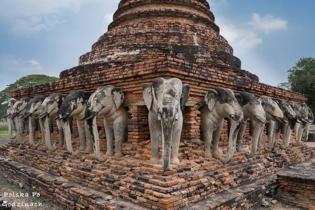 W Sukothai warto zobaczyć świątynię Wat Sorasak.