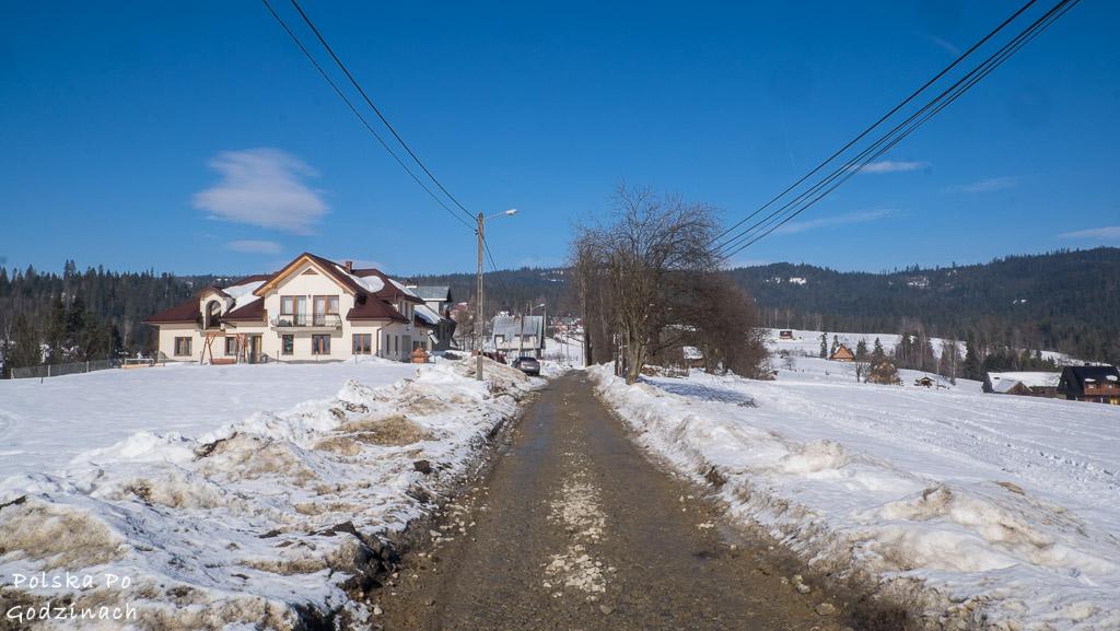 Początek szlaku prowadzi przez wsie.