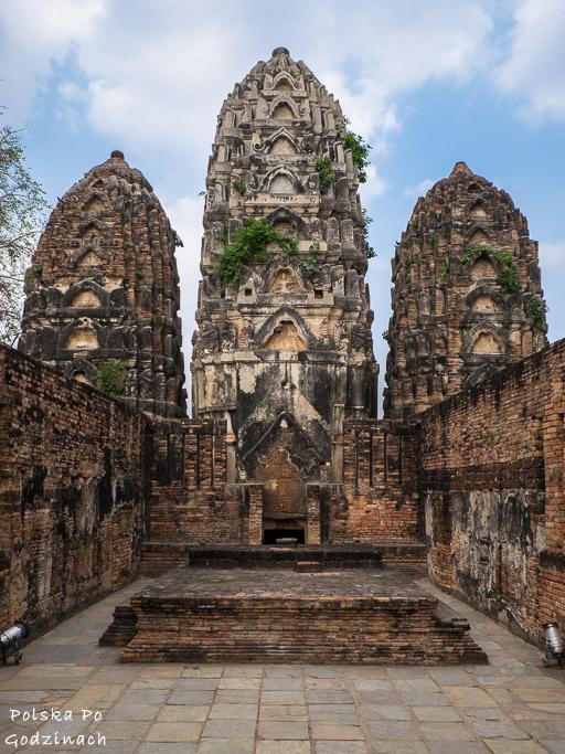 khmerska świątynia z trzema potężnymi prangami