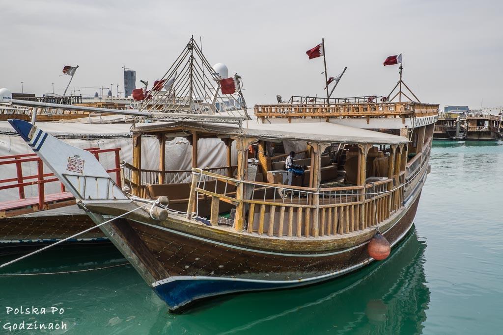 drewniana łódź poławiaczy pereł w porcie w Doha