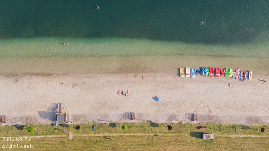 Widok z góy na plażę nad Jeziorem Tarnobrzeskim