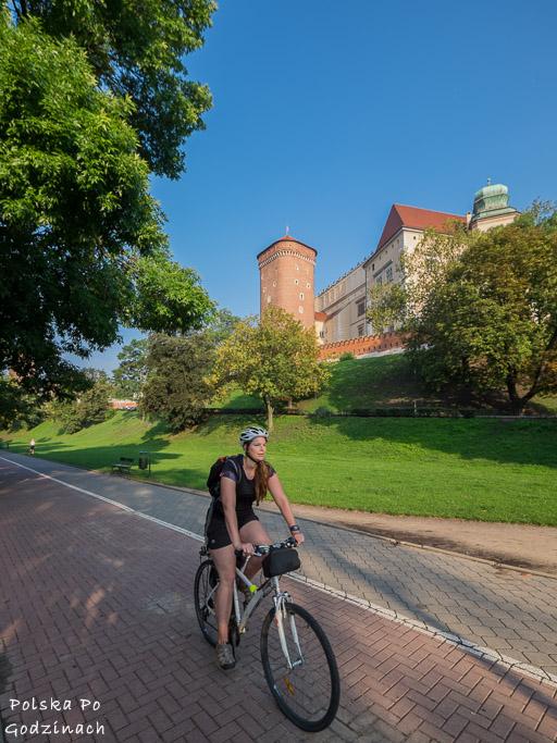 ścieżka rowerowa koło Wawelu w Krakowie