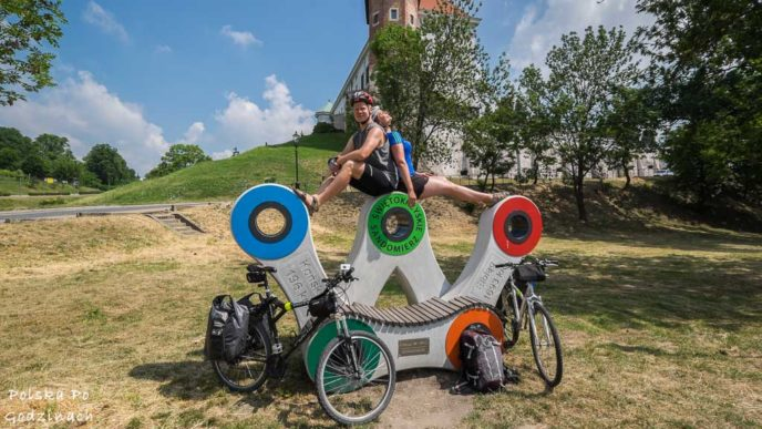 Rowerami przez świętokrzyskie. Przerwa przy zamku w Sandomierzu