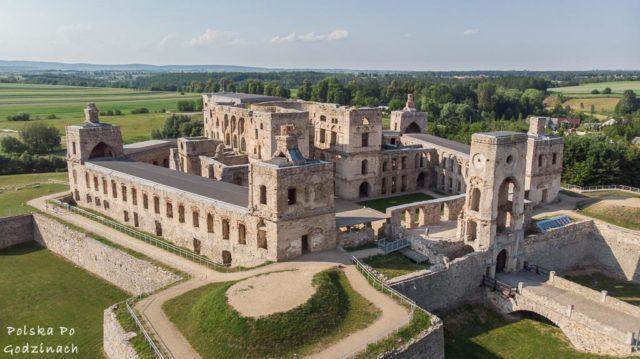 Widok na jeden z pięciu bastionów zamku.