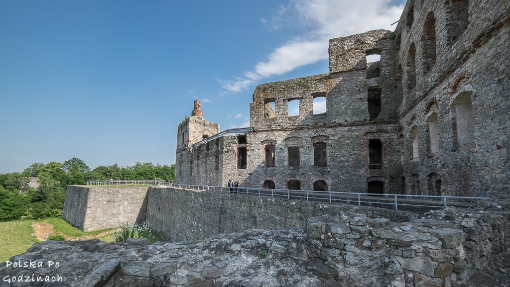 mury i bastiony Zamku Krzyżtopór