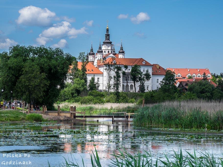 panorama klasztoru od strony zalewu na rzece Supraśl