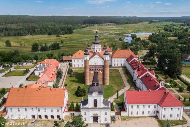Klasztor i cerkiew w Supraślu widoczne z lotu ptaka