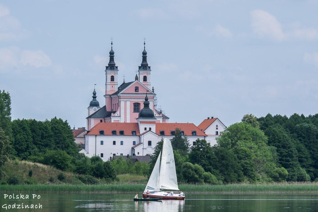 Klasztor nad Jeziorem Wigry to jedna z architektoniczych atrakcji Podlaskiego.