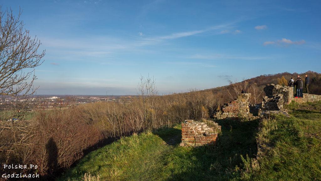 Ruiny zamku Tarnowskich na Górze św. Marcina to jedna z atrakcji miasta