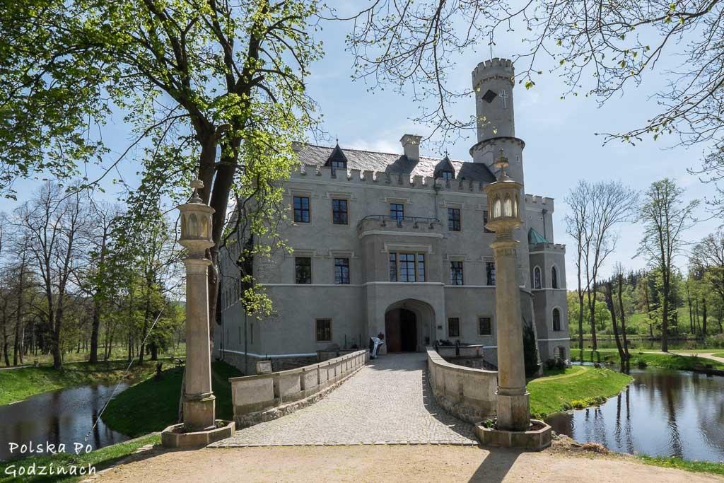 Zamek Karpniki w Dolinie Pałaców i Ogrodów