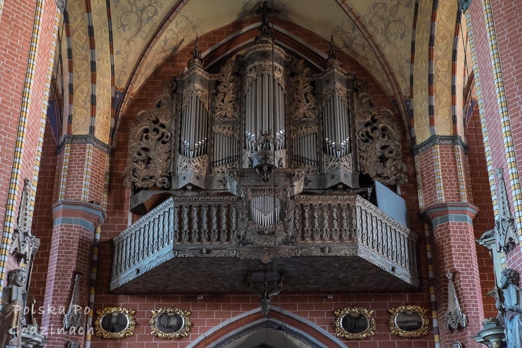 Organy we wnętrzu Kościoła Najświętszej Maryi Panny.