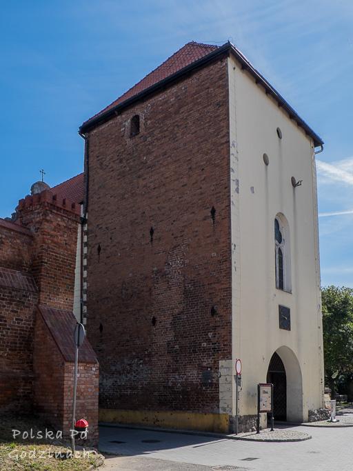 Brama Grudziądzka to cenny średniowieczny zabytek i atrakcja miejska.