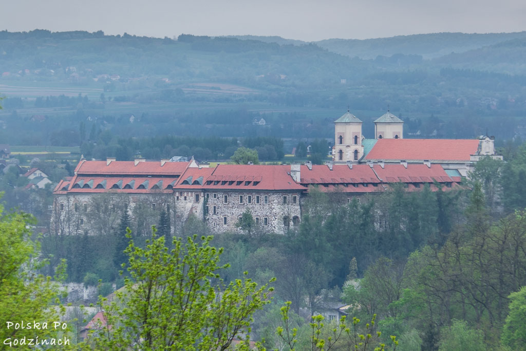 Rowerem można wjechać na wzgórze Stepica z widokiem na Klasztor w Tyńcu.