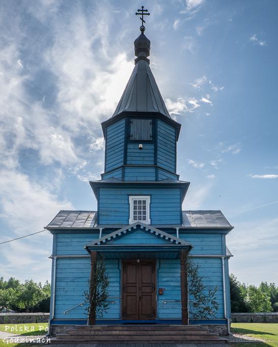 Niebieska, drewniana cerkiew w Kozanach na Podlasiu.