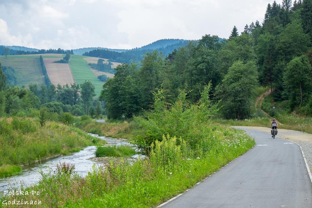 Ścieżka rowerowa Velo Krynica wzdłuż rzeki Muszynki.