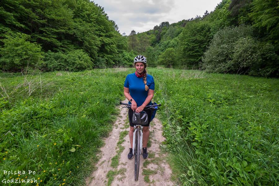 rowerzystka w Dolinie Kobylańskiej