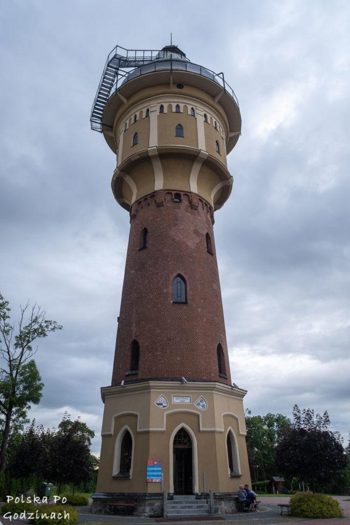 gołdap atrakcje - stara wieża ciśnień to doskonały punkt widokowy i kawiarnia