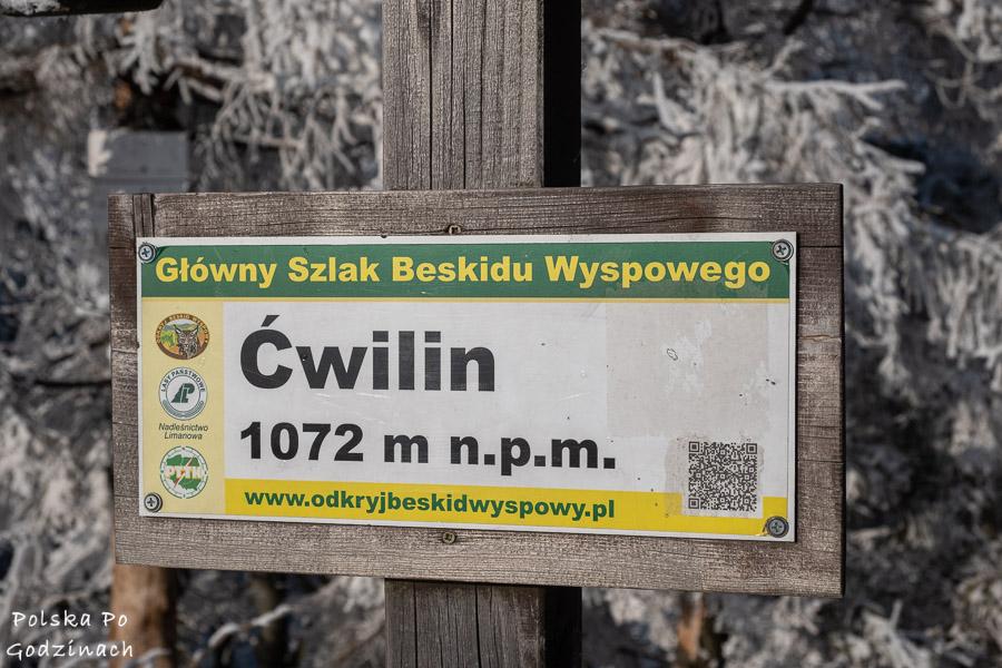 Tabliczka na szczycie Ćwilina.