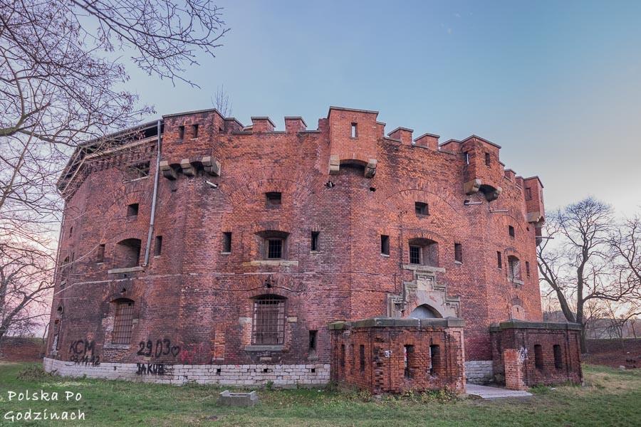 forty twierdzy Kraków są niezwykle ciekawą atrakcją miasta np. fort benedykt