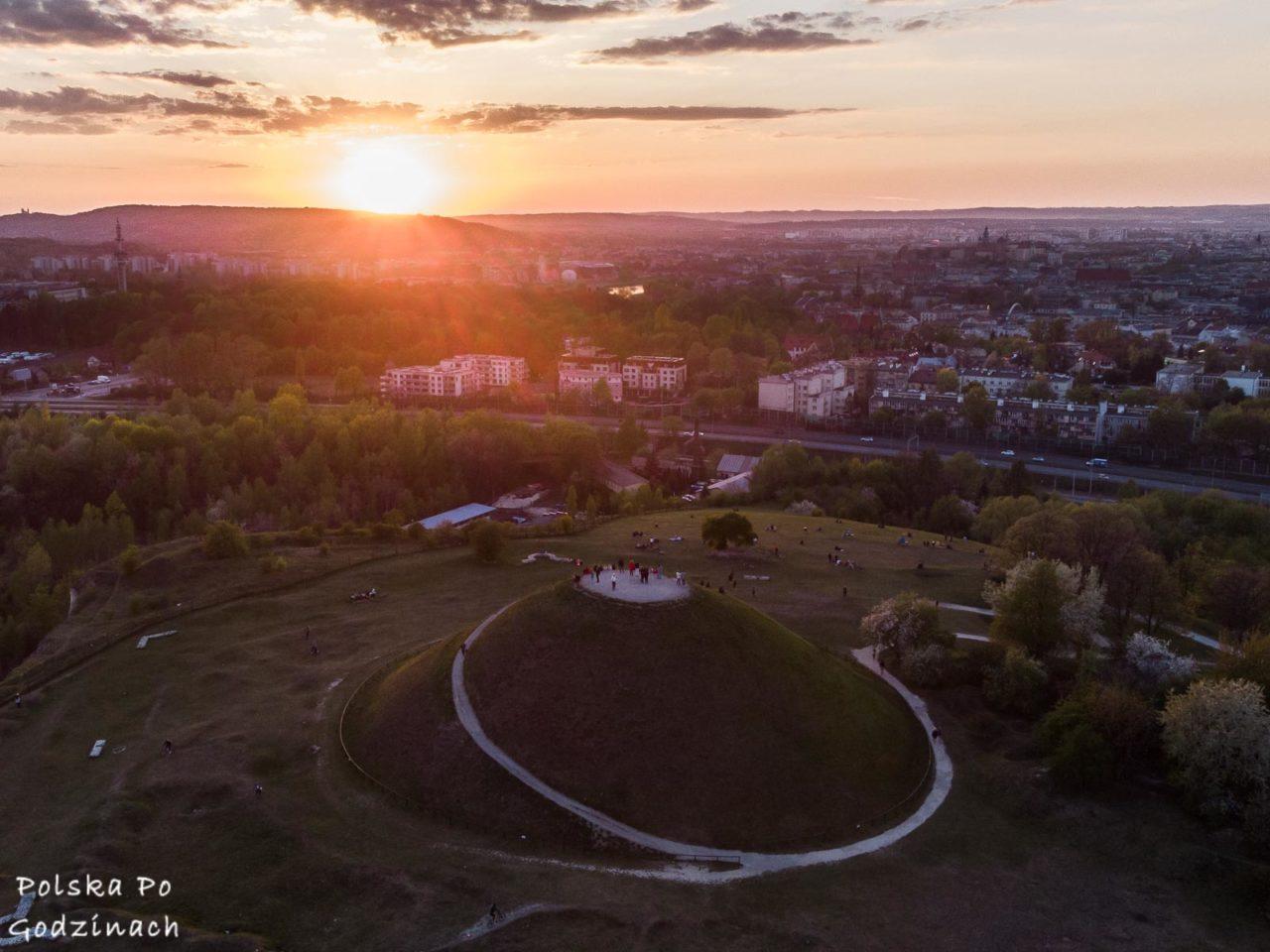 kopiec krakusa to jedna z głównych atrakcji Krakowa, oferuje piękną panoramę miasta
